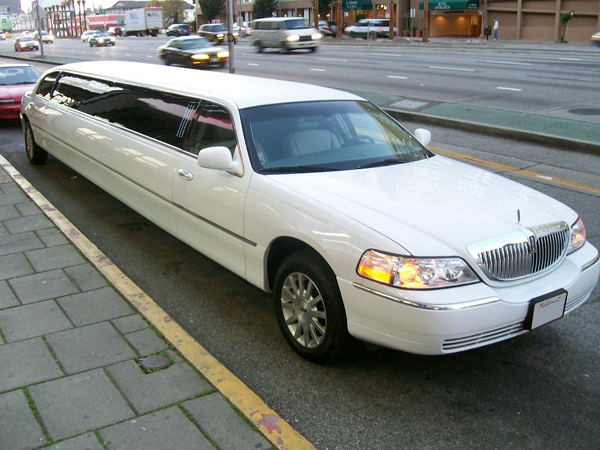 Chicago 8 Passenger Limo